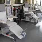 Dialyseliege Weiß Grau